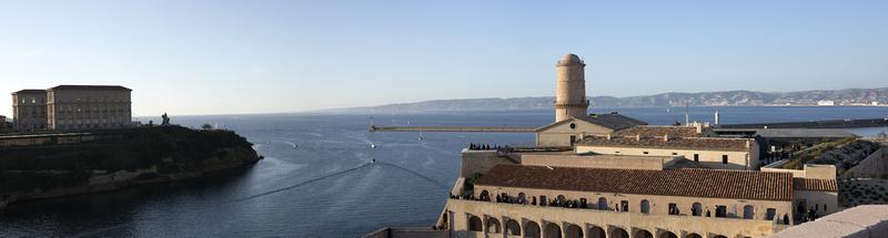 Panorama de l'entrée du Vieux Port à Marseille